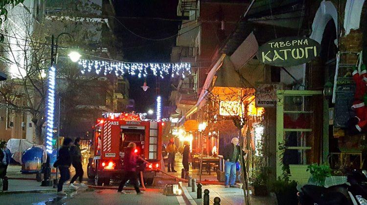 Στις φλόγες τυλίχτηκε χθες ταβέρνα στο κέντρο των Τρικάλων (VIDEO)