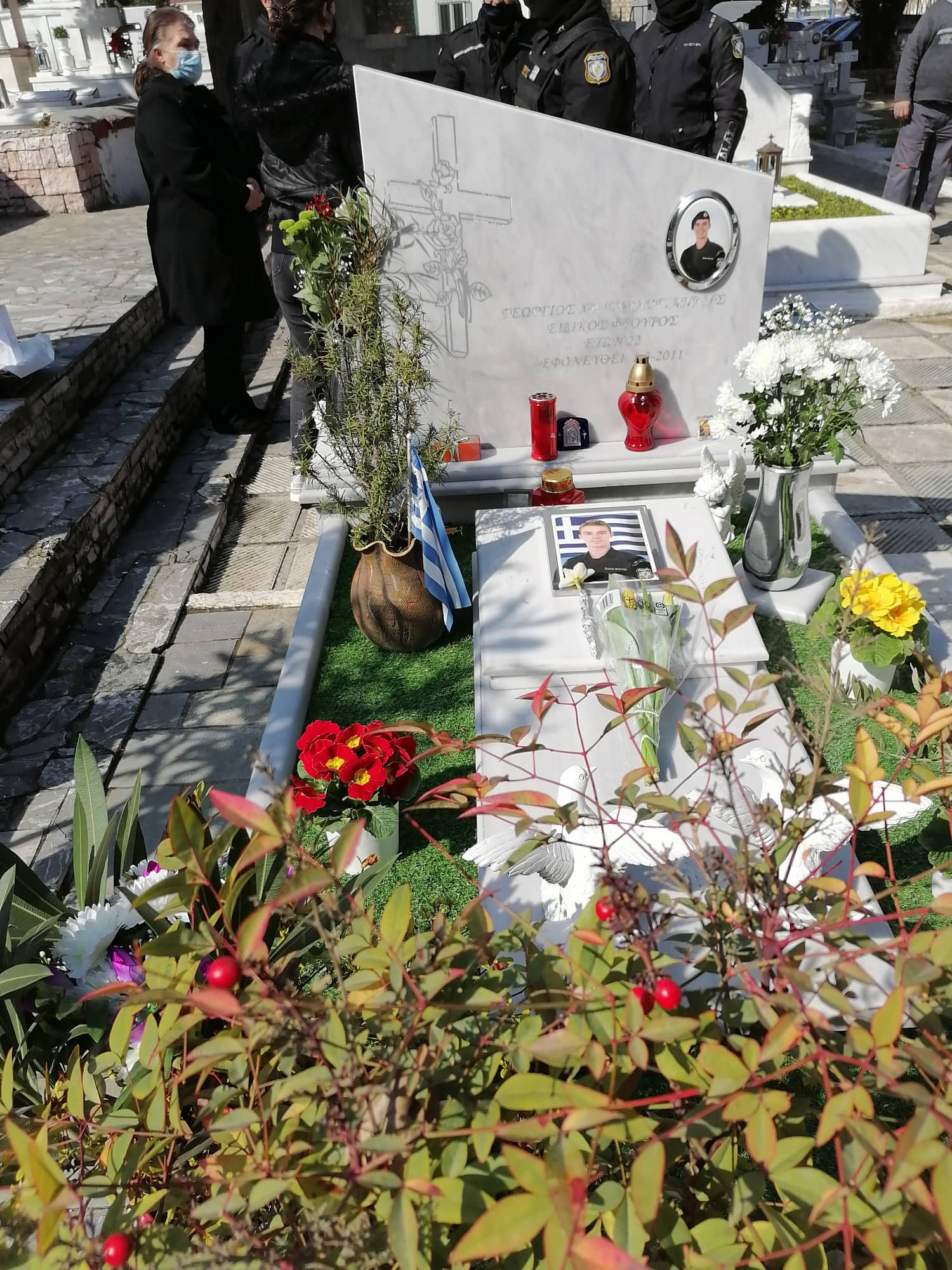 Τρίκαλα: Ράγισαν οι πέτρες στο μνημόσυνο για τον αδικοχαμένο αστυνομικό Γιώργο Σκυλογιάννη (pics)